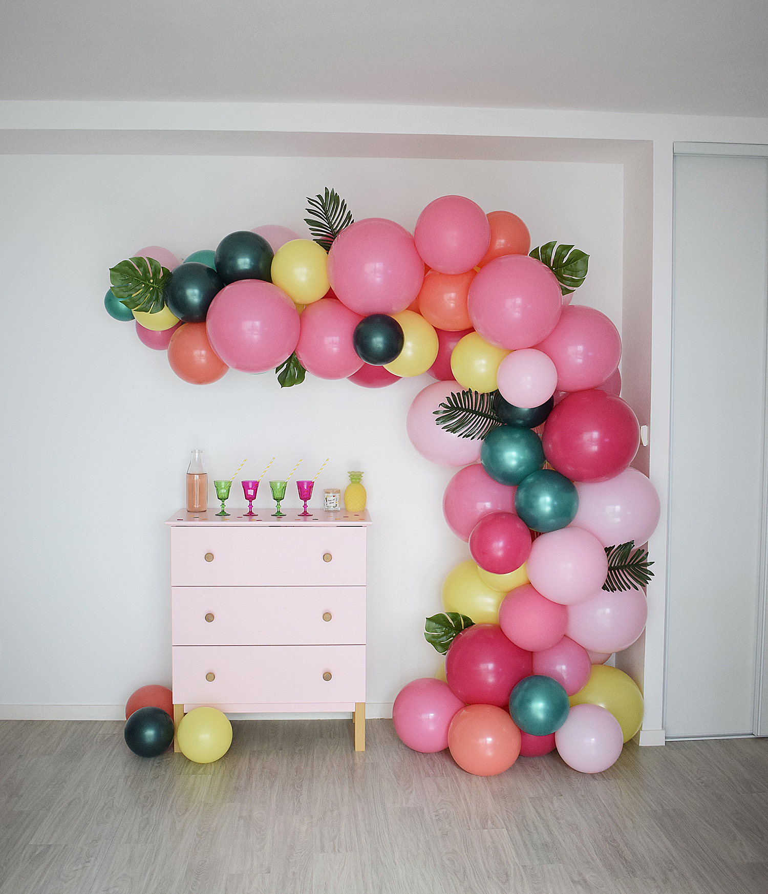 arche de ballons organique anniversaire tropical party